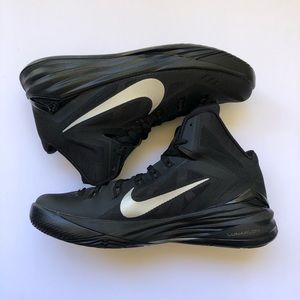 Nike size 7 women/ men basketball color black